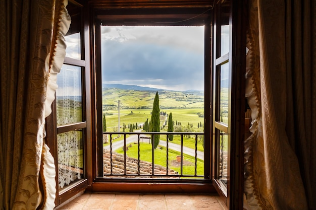 투스카니 농가 창밖 전망 이탈리아 토스카나