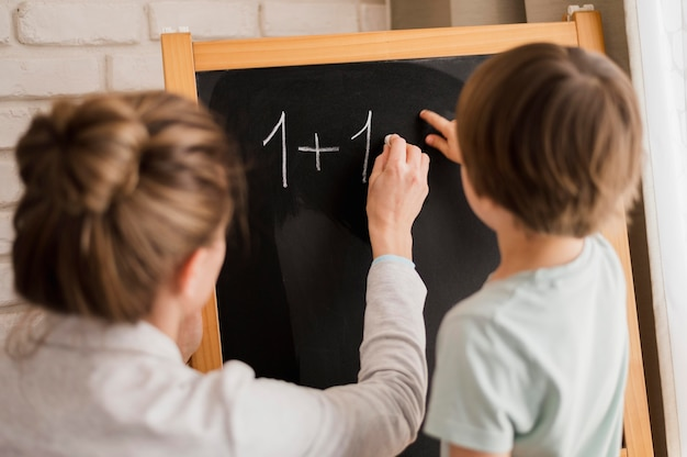 家庭で数学を教える家庭教師