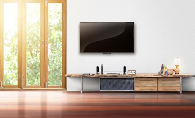 흰 벽 빈 거실 인테리어에 tv