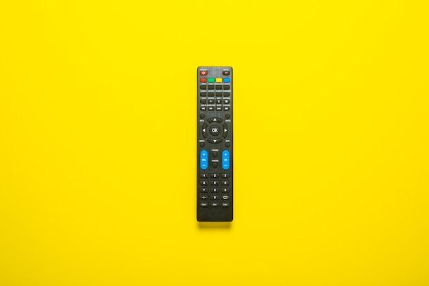 黄色のテレビリモコンまたはテレビチューナー