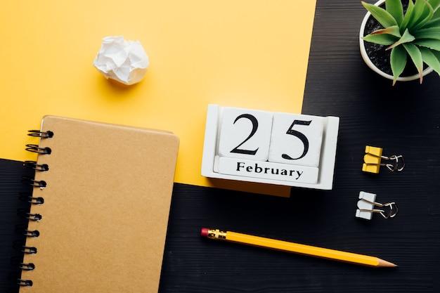 겨울 달 달력 2 월 25 일.