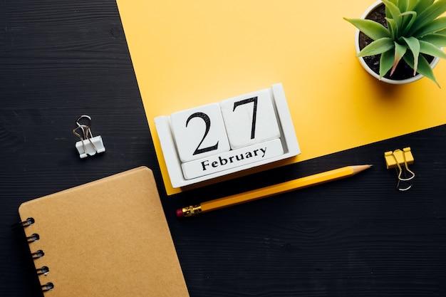 겨울 달 달력 2 월의 27 일.