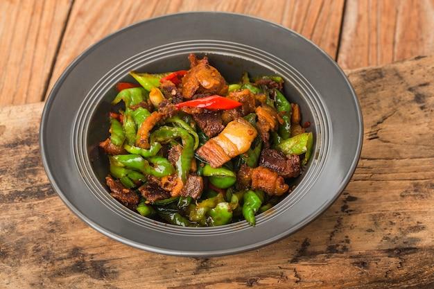 豚肉を2回調理した伝統的な四川料理