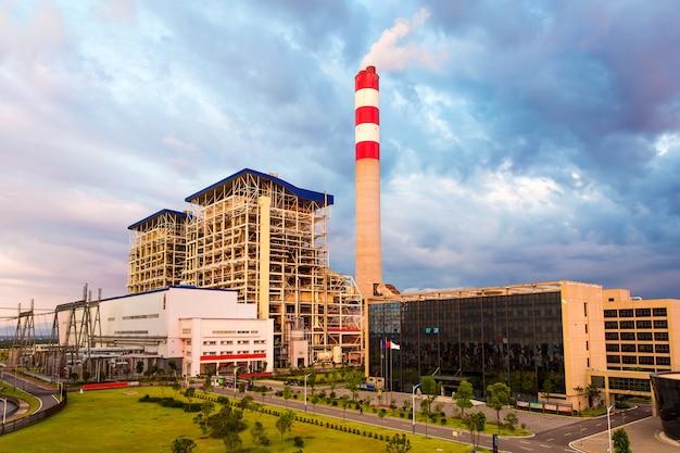 발전소, 발전소 및 하늘의 황혼 사진