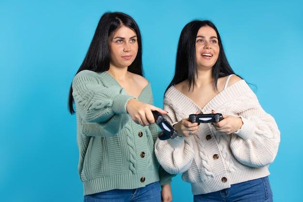 조이스틱 재생 a ga, e와 쌍둥이 자매