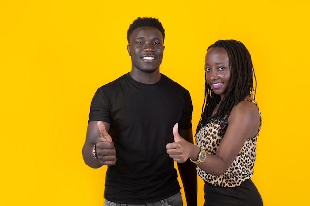 2人のアフリカ人男性と女性
