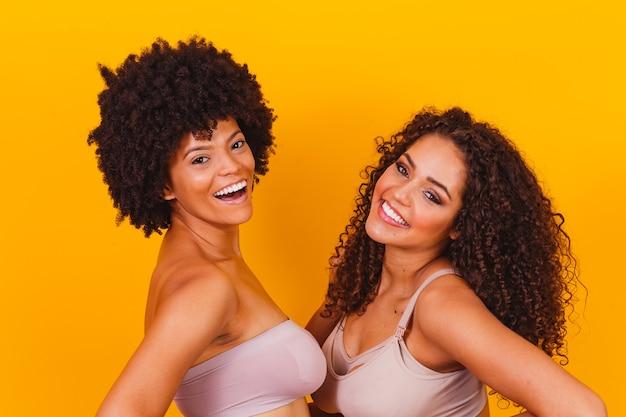 Две афро девушки в нижнем белье