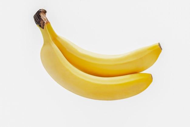 Два банана изолированы