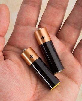 Две батареи в ладони