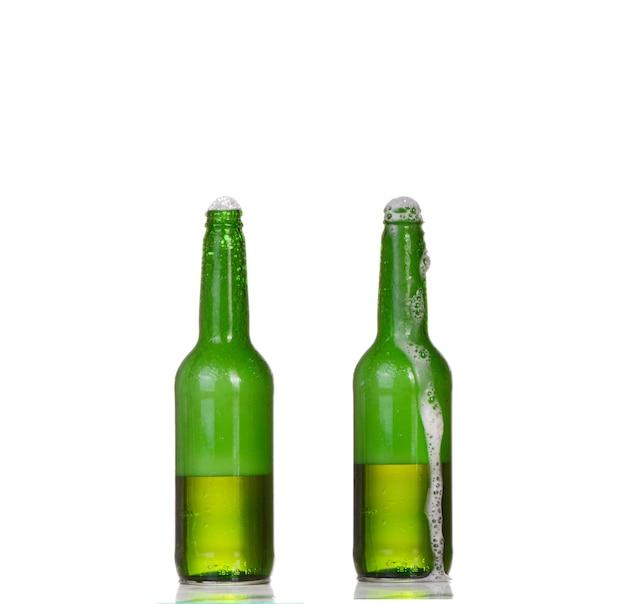 흰색 절연 맥주 두 병