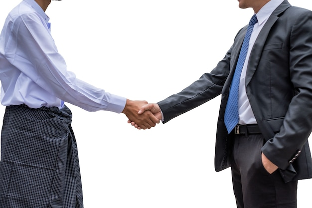 두 사업가 파트너십이 배경에서 악수를 하고 있다