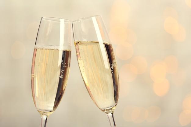 Два бокала для шампанского