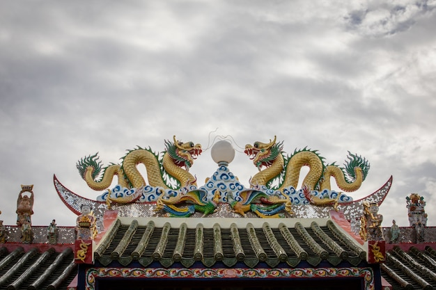 Two chinese dragon on roof