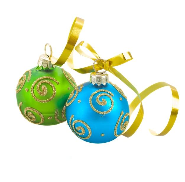 두 크리스마스 공 파란색과 녹색 절연