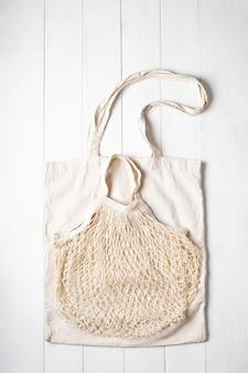2つの布の食料品の買い物袋