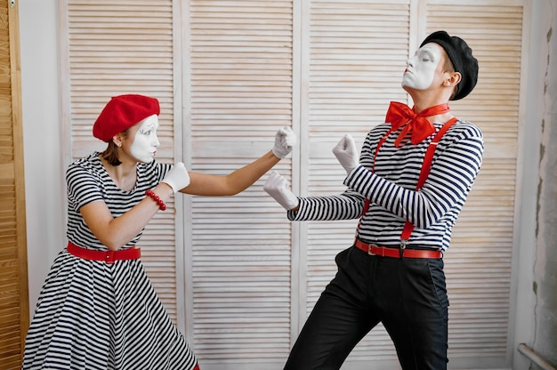 Two clowns, mime artists, boxing parody, comedy