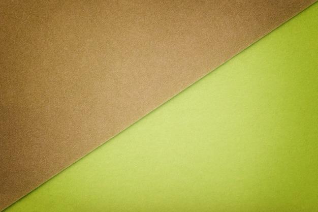 ブラウンとグリーンの2色の色合い。