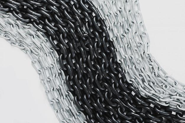 Двухцветная цепочка кучи - металлический фон на белом