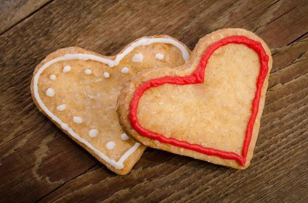 ハートの形をした2つのクッキー