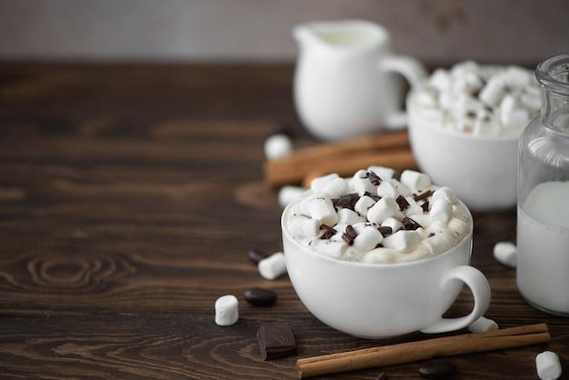 チョコレートとマシュマロとブラックコーヒー2杯
