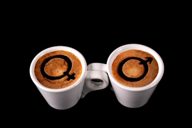 Две чашки кофе с мужским и женским знаком