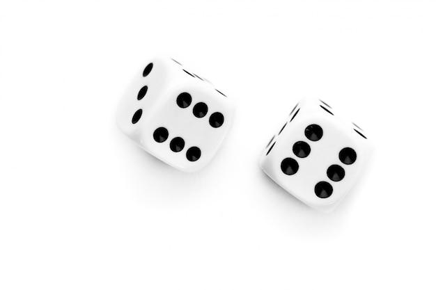 Два кубика брошены