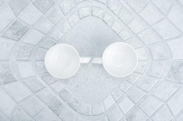 Due tazze vuote