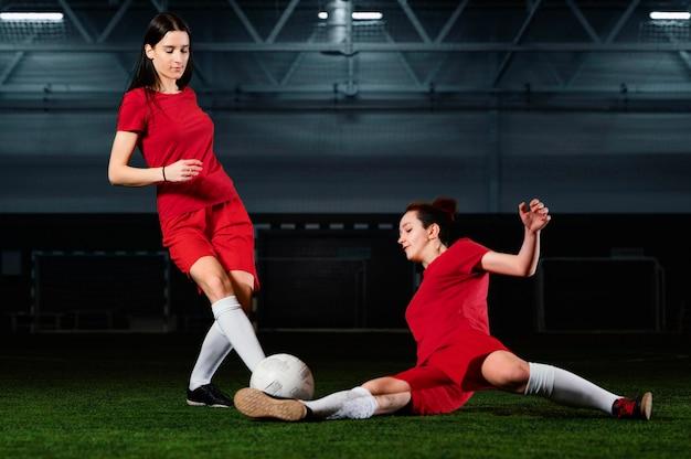 Due giocatori di calcio femminile