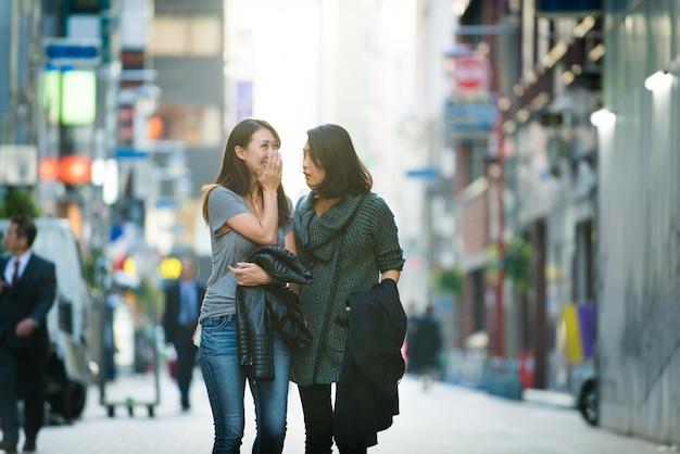 Встреча двух подруг в токио