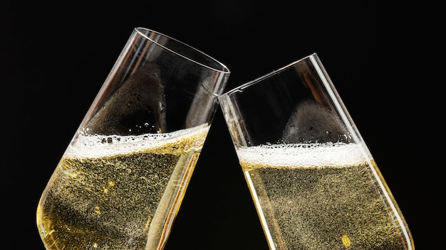 2つのお祝いシャンパングラスのお祝い