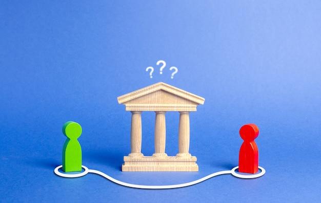 Две фигуры людей вступают в контакт в обход здания государства или банка. прямые переговоры и соглашение об обходе правительства или банка.