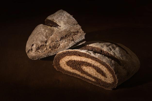 두 개의 밀가루 집에서 만든 빵