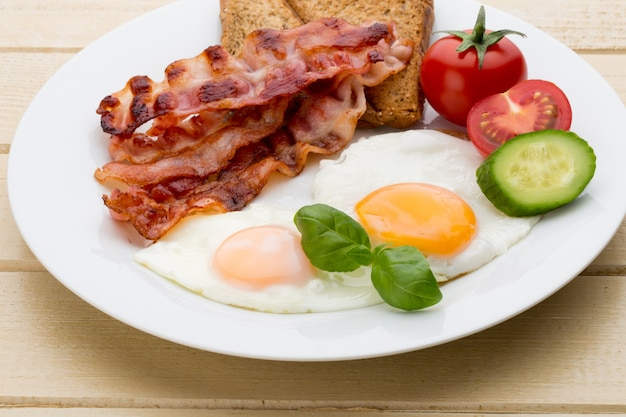 Two fried eggs and bacon for healthy breakfast  selective focus Premium Photo