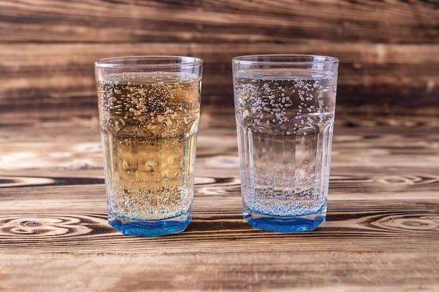 新鮮なセルツァー水2杯