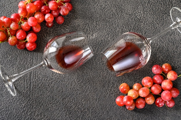 Two glasses of red wine with bunch of grapes