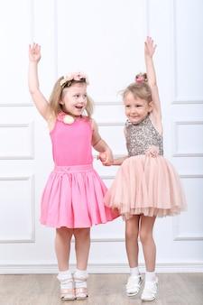 2人の幸せな女の子