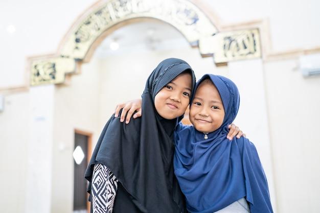 2人の子供の親友イスラム教徒