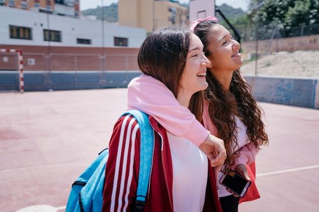 두 웃음 여학생