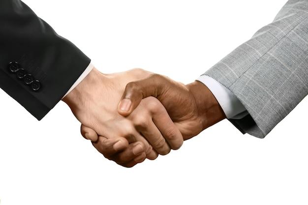 握手する二人の男。それは取引です。あなたの約束を忘れないでください。尊重と承認。
