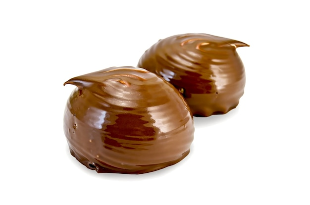 Два зефира в шоколаде изолированы