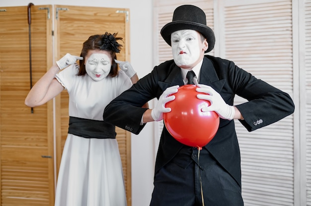 Two mime artists, scene with air balloon, comedy parody