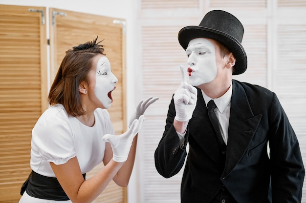 Two mime artists, secret lovers parody