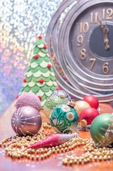 자정까지 2분. 크리스마스나 새해 전 마지막 순간을 세는 대형 시계