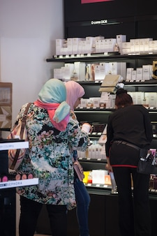 Two muslim woman in the perfumes sho