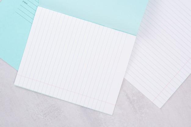Две открытые тетради на белой поверхности