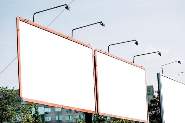 Двусторонний рекламный щит в жилом районе