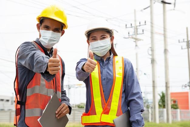 두 사람의 전기 엔지니어 팀 쿵