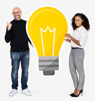Two people with a light bulb icon