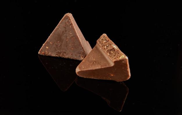 黒にチョコレート2個