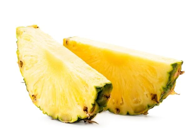 熟したパイナップルのクローズアップの2つの部分が分離されました